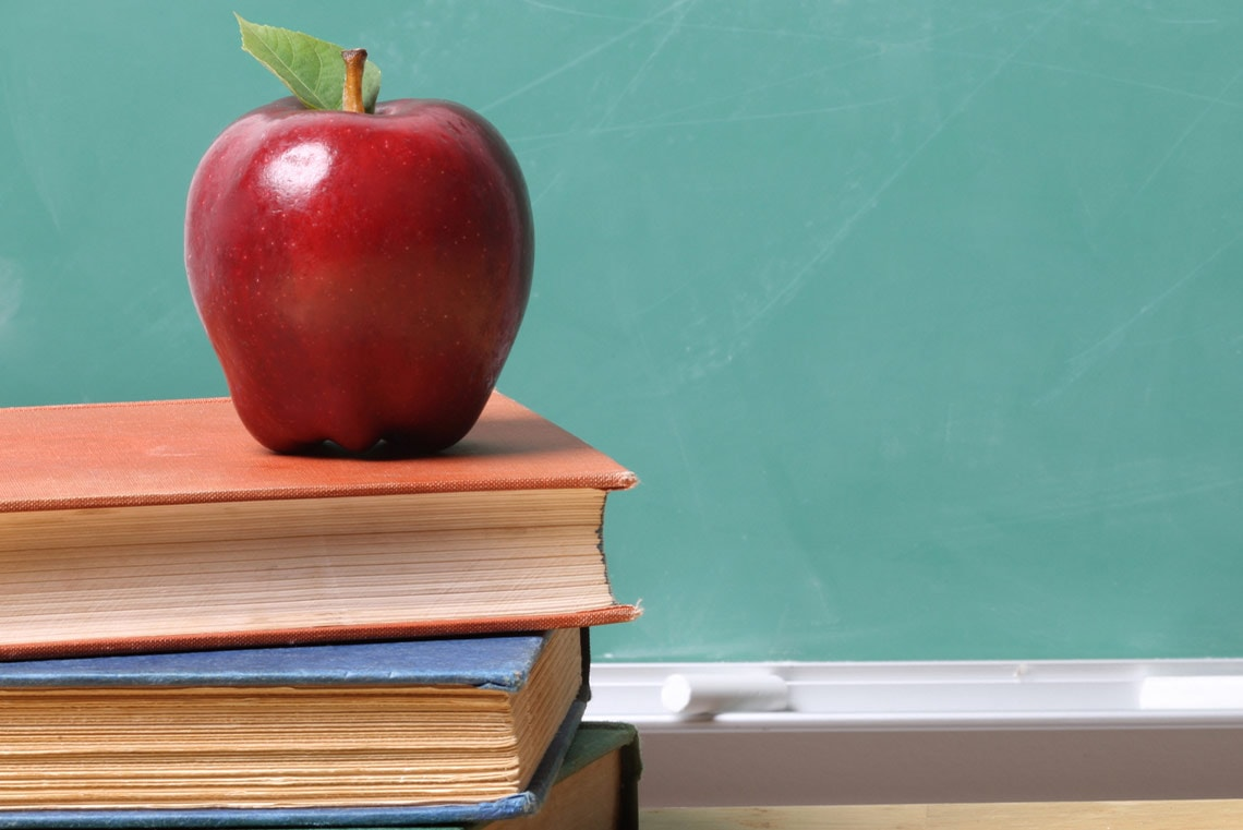 an apple on top of books that can be used to help your online student in grades k-12